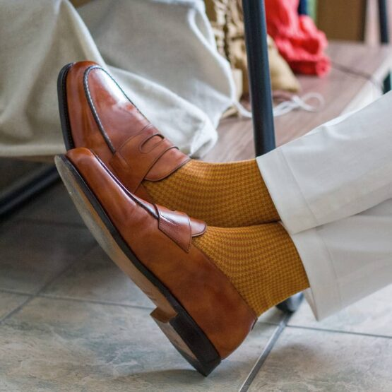 viccel mustard houndstooth socks